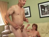 Vidéo porno mobile : Horny milf has it off with her neighbour